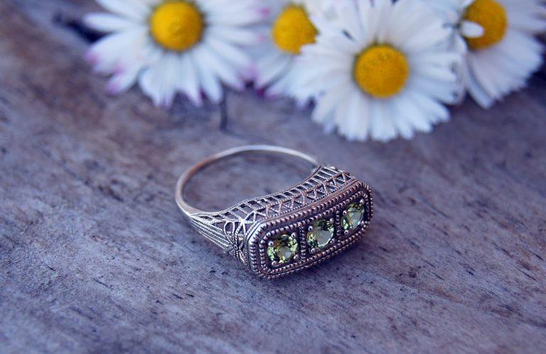 Vibrant Geometric Design Ring